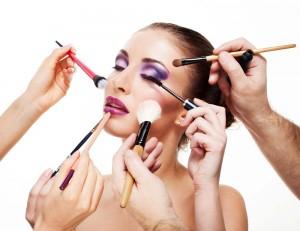 divers_maquillages_sur_une_femme
